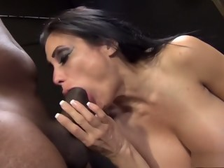 Stacked brunette milf Sheila Maire surrenders her cunt to a black bull  milf xxxvideo