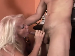 Sexy granny knows how to work a lusty dude's throbbing piston   xxxvideo