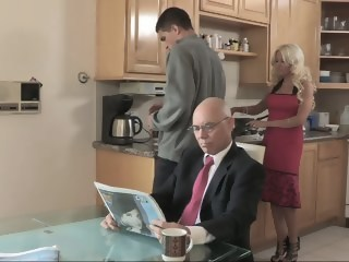 Cheating hot stepmom bangs for breakfast old and young milf xxxvideo