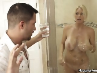 Kris has come to pick up his friend's mom blonde milf xxxvideo