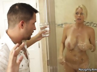 Kris has come to pick up his friend's mom blond milf xxxvideo
