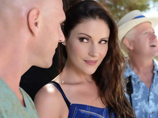 Head & Breakfast milf brunette xxxvideo