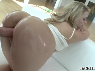 Flexible hottie with a good looking butt facial blowjob xxxvideo