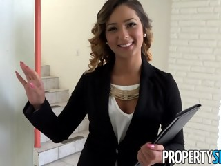 PropertySex Beautiful Agent Fucks Home Owner to Sign Agreement straight point of view xxxvideo