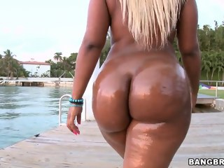 Big ass blonde Gizelle XXX oiled up ass parade ebony big ass xxxvideo